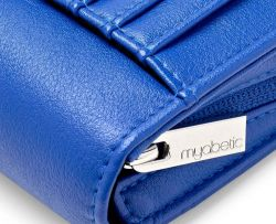 Modern organizer / wallet for diabetics Myabetic